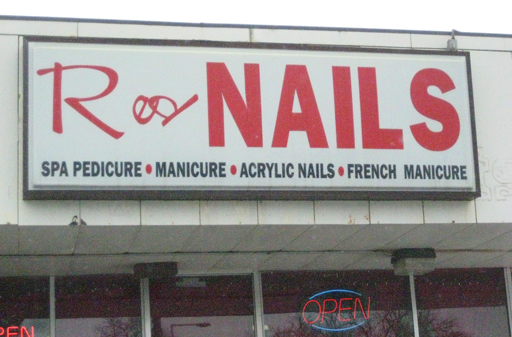 Red Nails sign.